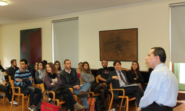 Nicholas Kralev with students at the University of Porto