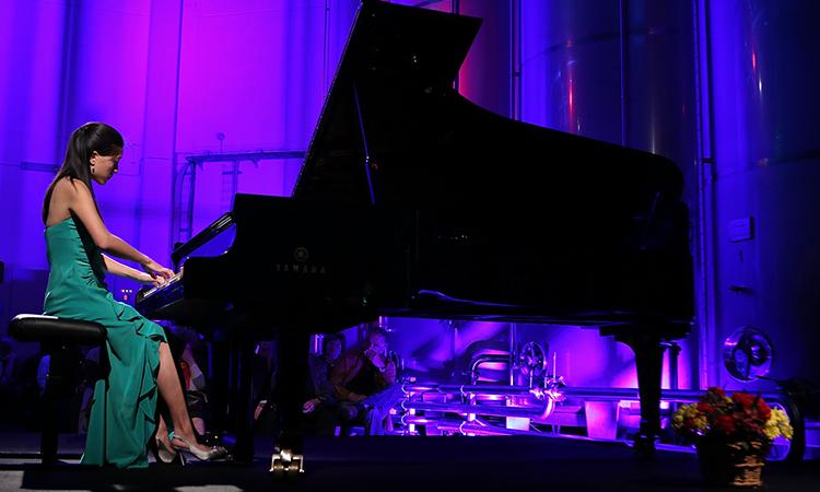 Pauline Yang a actuar no Lagar do Marmelo, em Ferreira do Alentejo.